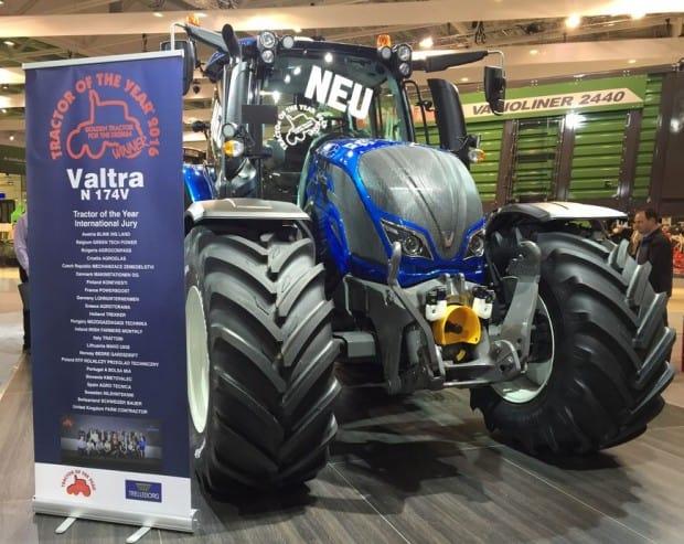 Le Valtra T remporte 2 prix : celui de Tracteur de l'année et de machine de l'année.