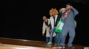 Comment « déshabiller » le président de ses responsabilités ? Les adhérents de cette Cuma de théâtre, emmenés par un président-fondateur omnipotent (Christophe Milhau, administrateur à la fdcuma 12, et coaché par son collègue Didier Larnaudie) l'ont fait. Ils ont commencé par un petit sac… et ont eu du mal à s'arrêter!