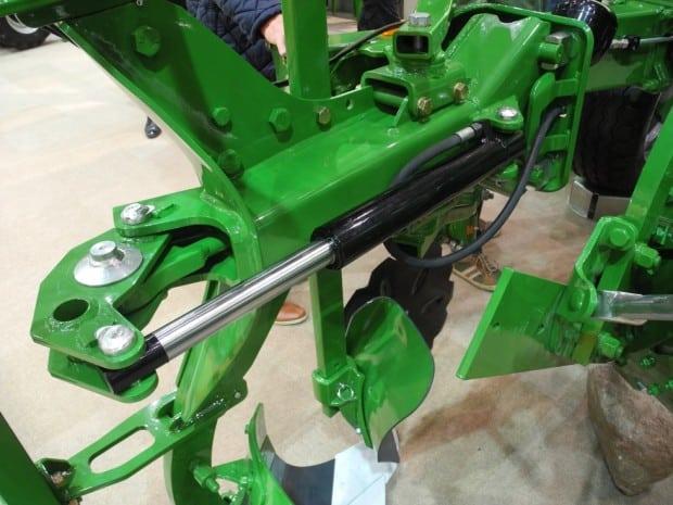 Charrue Amazone Cayron sécurité hydraulique