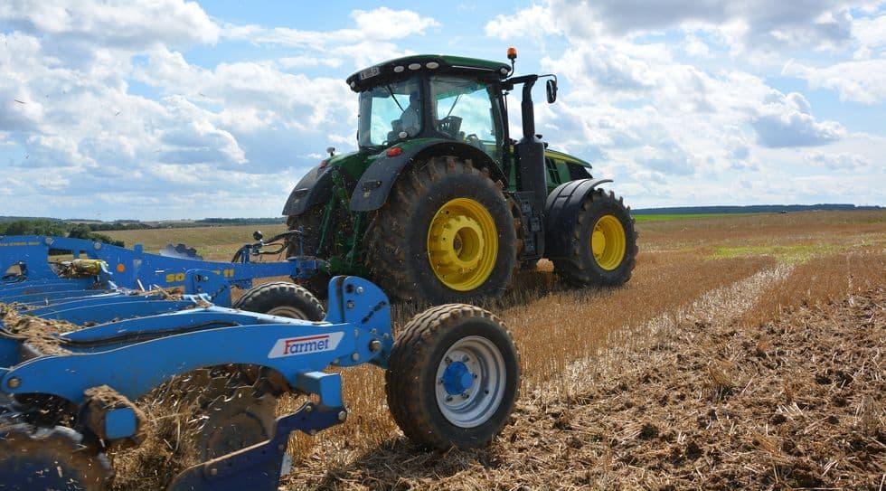 John Deere conserve la tête du classement des marques qui vendent le plus de tracteur sur le marché français.
