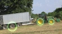 La motricité du pont moteur de la benne est gérée par le tracteur.