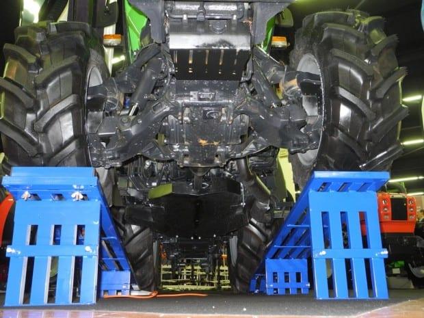 Tracteur Deutz-Fahr Agroplus avec pont suspendu
