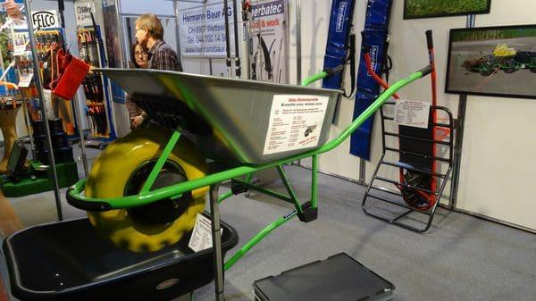 Pour la brouette électrique, compter 1000€ pour le modèle avec frein, bien utile dans les descentes.