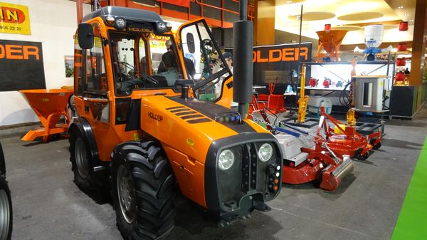 Les tracteurs vignerons et fruitiers Holder sont conçus avec un centre de gravité très bas
