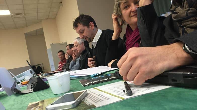 A la tribune, au premier plan, Isabelle Costa-Roch, présidente de la Frcuma Rhône-Alpes, et Philippe Majeune, ancien président de la Fdcuma du Puy-de-Dôme. Il cède sa place à Jérôme Arnaud.