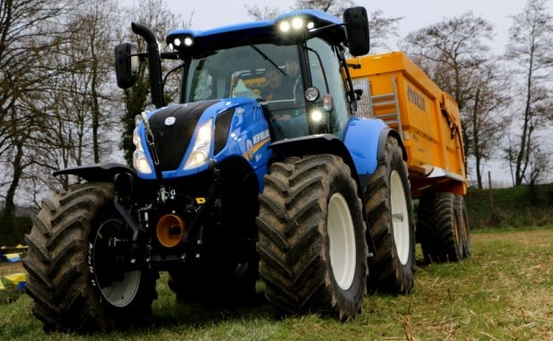 Tracteur New Holland au transport benne Joskin