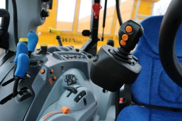 joysticks mécaniques ou électrohydrauliques T5 tracteur new holland