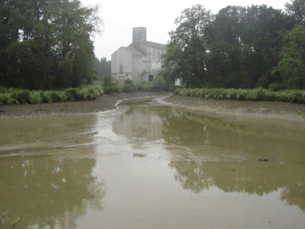 Un silo de la Caproga, coopérative agricole de l'Est du Loiret, menacé par l'a montée des eaux