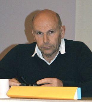 Avec ses collègues de la cuma « La Pierre Méha », Jean-Paul Racouët a investi dans une désileuse automotrice que les 4 éleveurs conduisent à tour de rôle pour alimenter les cheptels.