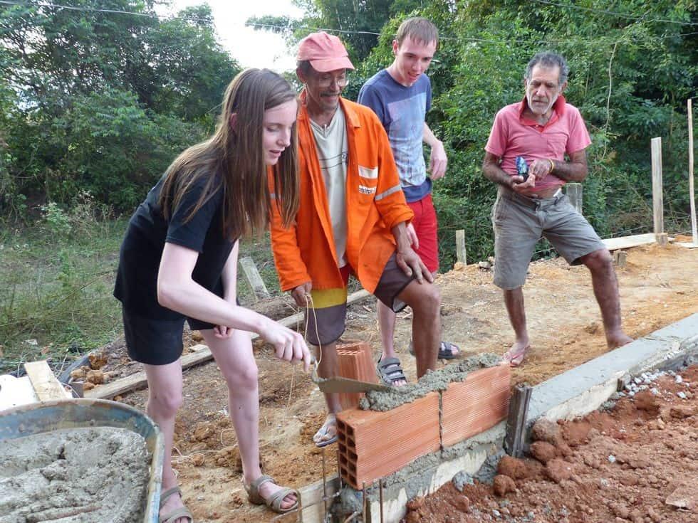 Brésil-construction-cuisine-collective-manioc-travaux-transformation-Claire-Henri-Montjoie-maçonnerie