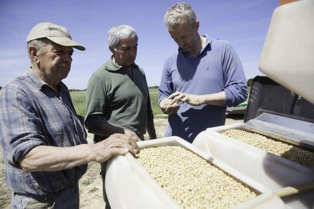 Le président de la cuma de Toulouzette, Jaccques Lalanne, analyse : « Les semoirs de la cuma ont permis de semer autour de 120 ha cette année. Les surfaces en maïs ont baissé, au profit d'autres cultures comme le soja et le tournesol.