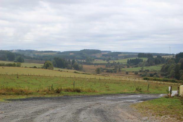 Le village de Pigerolles est situé à 900 mètres d'altitude, en plein cœur du plateau de Millevaches