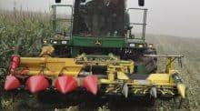 La récolte du powermaïs se fait avec un bec spécial . (©Agroscope)
