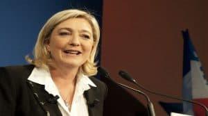 Marine Le Pen aux près des agriculteurs