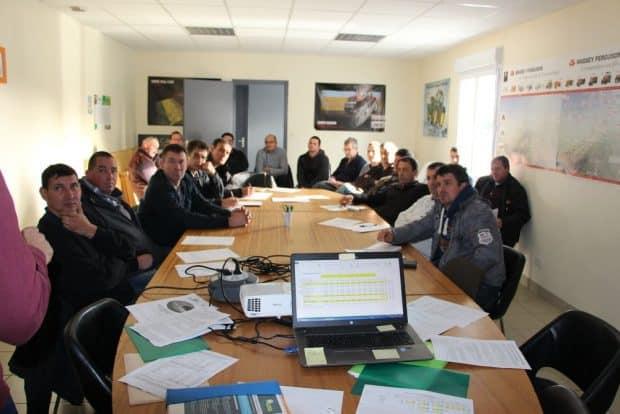 Réunion d'information sur l'atelier en cuma organisée le 9 novembre sur la commune des Brouzils en Vendée. Une journée où fut abordé aussi le coût du salarié
