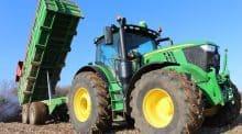 Á partir d'une certaine puissance, les engins de traction ne font plus que de la traction. Pourquoi l'équiper de système de relevage ? Jean-François Pommereul, agriculteur adhérent de cuma pose la question. Des constructeurs répondent (©P. Bordeau).