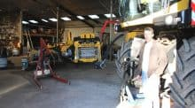 Sous le hangar de la cuma présidée par Christophe Delange, les deux derniers mois de l'année sont consacrés à la révision du matériel.