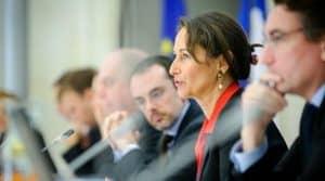 AFP Les 14 premiers lauréats au développement de sources d'énergies à partir de biomasse désignés par Ségolène Royal.