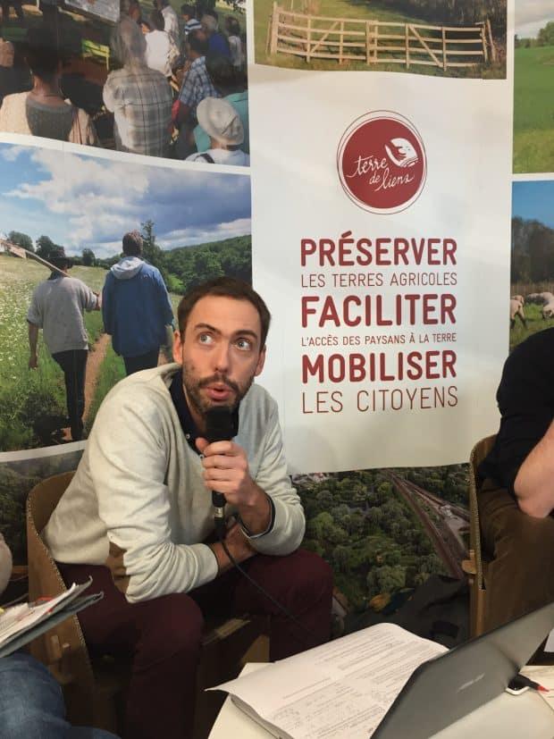 Samuel Pinaud sur le stand de Terre de liens au SIA 2017