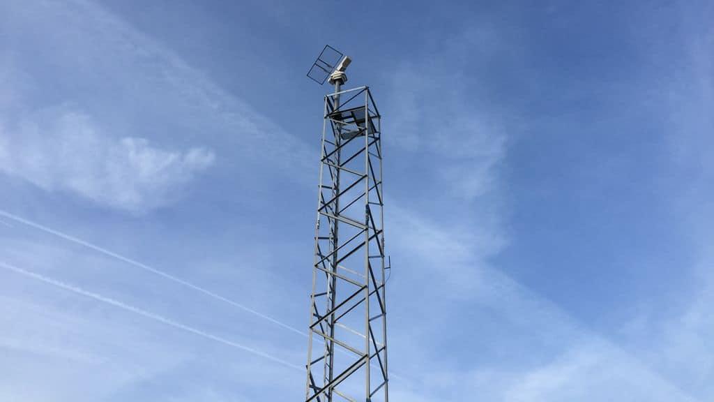 Un radar installé sur un pylône. © Société Sélérys