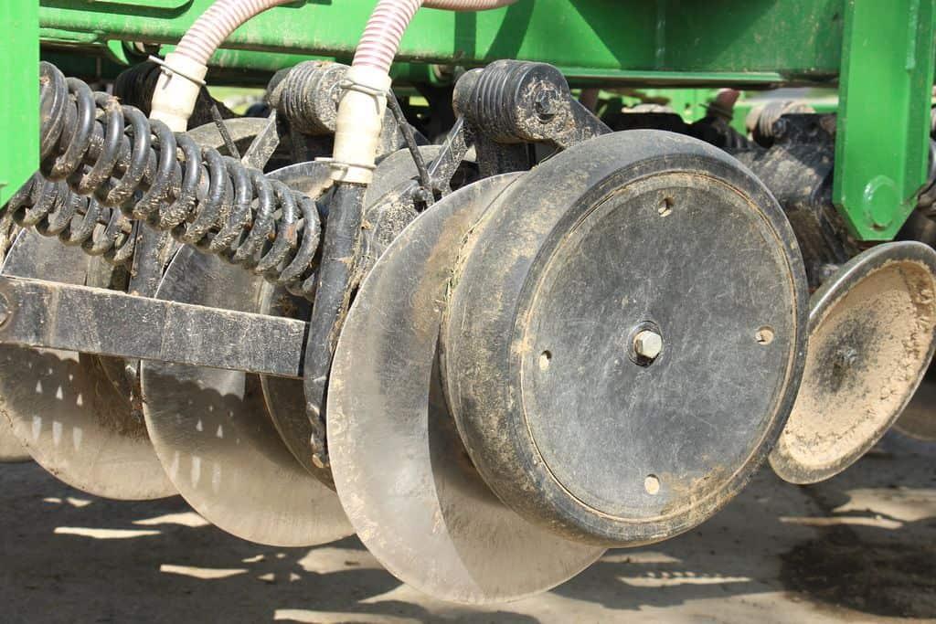 semoir-semis-direct-john-deere-750A-manche-cuma-tcs-céréales-couverts-végétaux-sursemis-prairie-disques