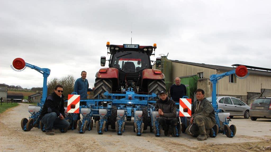 Semoir et tracteur de la Cuma de Belloy-sur-Somme.