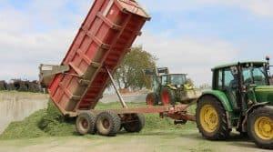 A Vergoncey, avant de se mettre au travail, les adhérents de la cuma font un tour sur leur téléphone afin de réserver le matériel nécessaire au chantier. Notamment pour les tracteurs, ça se passe sur MyCuma Planning.