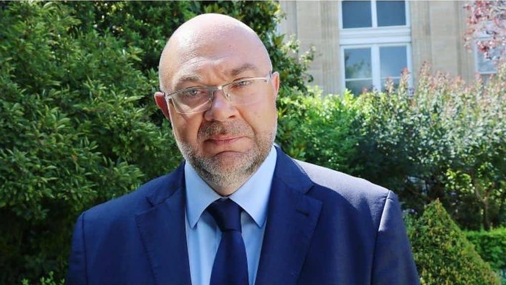Succédant à Jacques Mézard, Stéphane Travert, soutien de Macron, devient ministre de l'Agriculture.