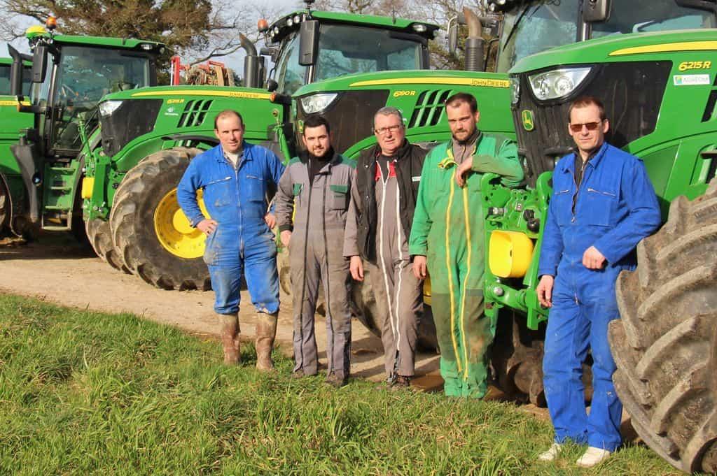 Cinq des associés des exploitations adhérentes du groupe.
