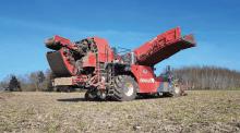 Rencontre avec la cuma de la Solognote (Centre Val-de-Loire) : trois machines pour les récoltes pour leurs deux activités arrachage de salsifis et carottes.