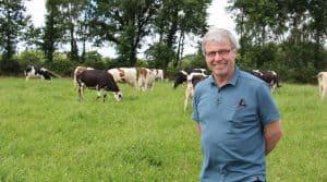 Christophe Baron avec son troupeau de laitières