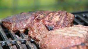 Au pays d'origine du barbecue, le bas salaire américain devra pour sa part travailler un peu plus de deux heures et demi pour saisir sa grillade.