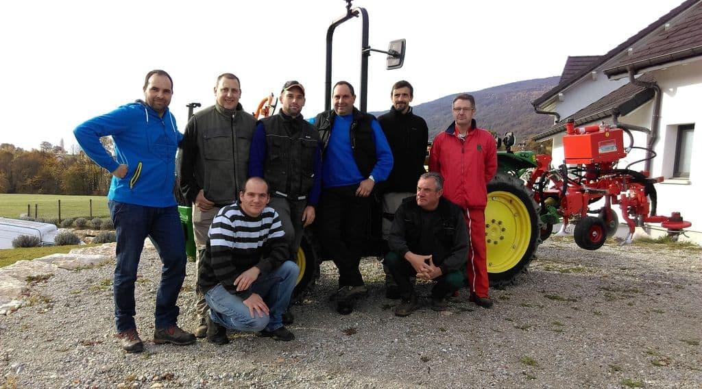 En route vers le zéro herbicide pour 5 adhérents de la cuma des Compagnons de la Bouteille dans l'Ain.