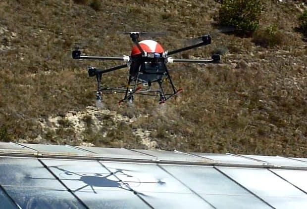 Le pulvérisateur sur drone.