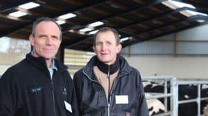 deux éleveurs laitier qui produisent 1Ml et gardent un oeil sur leur temps de travail