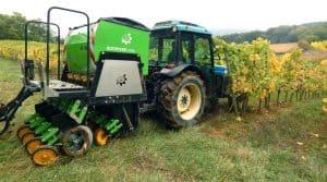 Semoir Aurensan de la cuma Altemat dans les Pyrénées Atlantiques, dans la vigne
