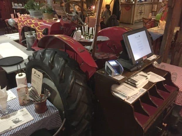 restaurant Zetor tracteur caisse