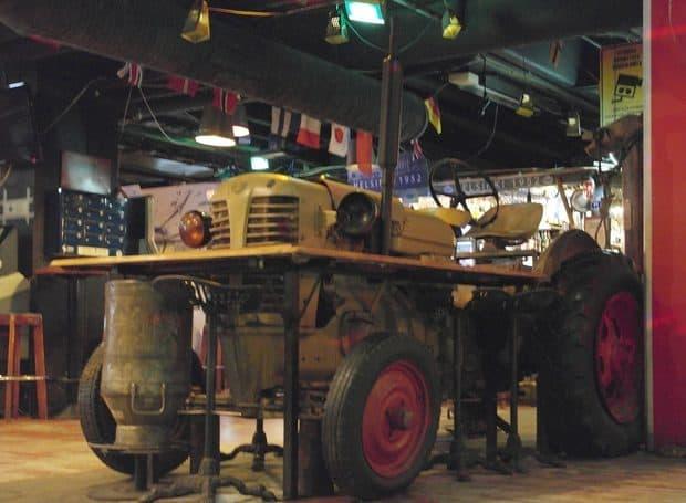 Tracteur Zetor au restaurant
