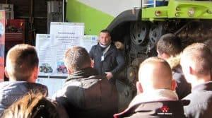 Charges de mécanisation, le président de la cuma Beausoleil en Mayenne en pleine présentation des chiffres clés de la cuma.