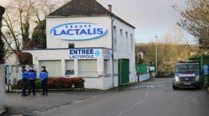 Lactalis : perquisition et enquête autour du scandale de la salmonellose dans les boîtes de lait en poudre pour les bébés. Réactions du gouvernement et du ministre de l'Agriculture Stéphane Travert.