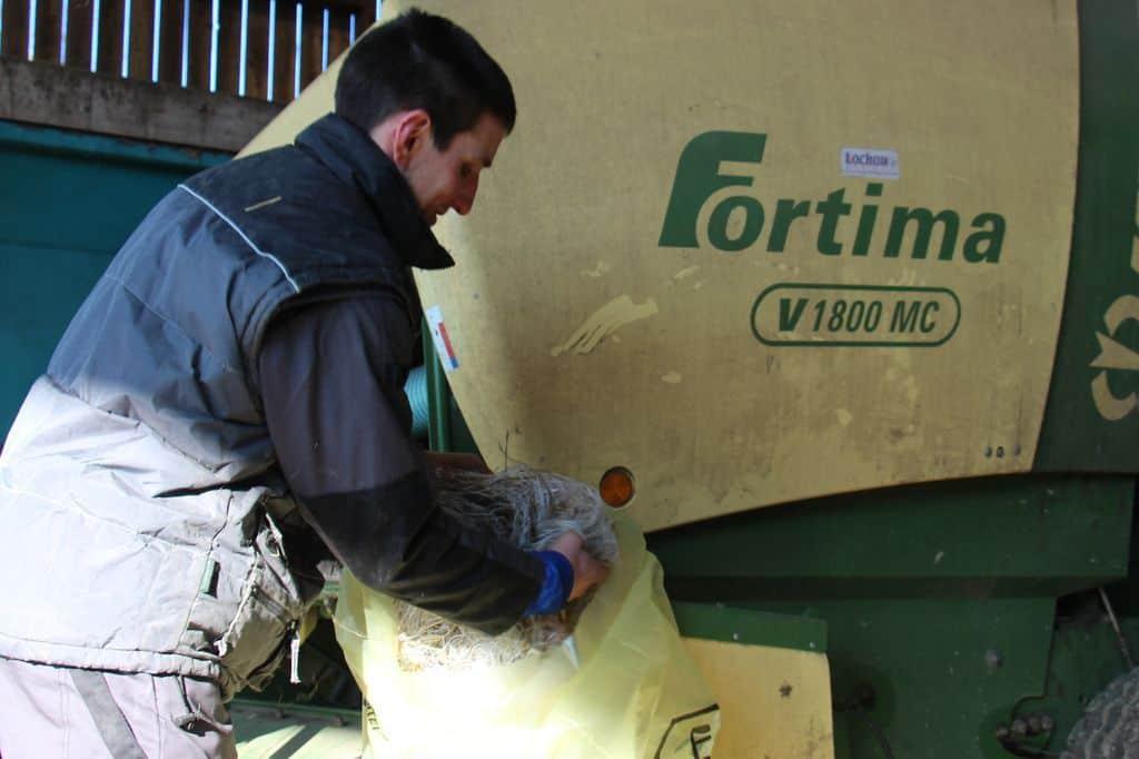 collecte-plastiques-agricoles-sacs-filets-film-baches-fourrage-bidons-organisation-sur-la-ferme