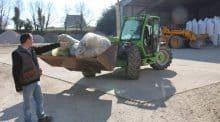 La livraison de plastiques d'emballages usagés se fait en telescopique au dépot Triskalia
