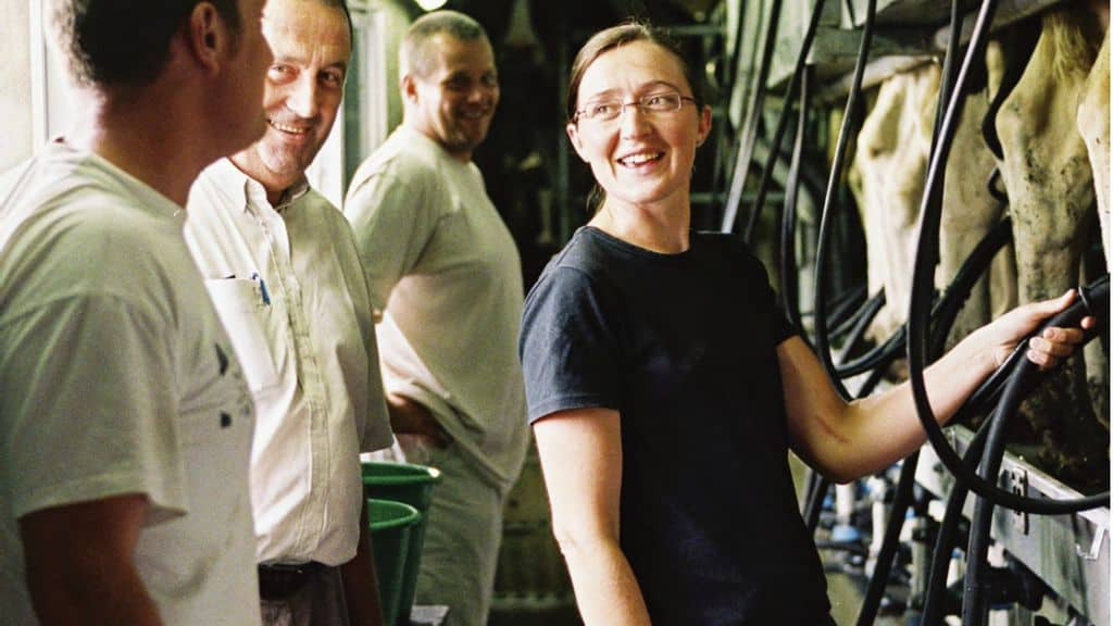 """L'étude de l'Institut de l'Elevage intitulée """"S'installer – transmettre"""" en production laitière, montre différentes trajectoires pour reprendre un outil de production existant. (© Idele)"""