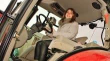 Une secrétaire administrative, employée par un groupement d'employeurs pour des agriculteurs.
