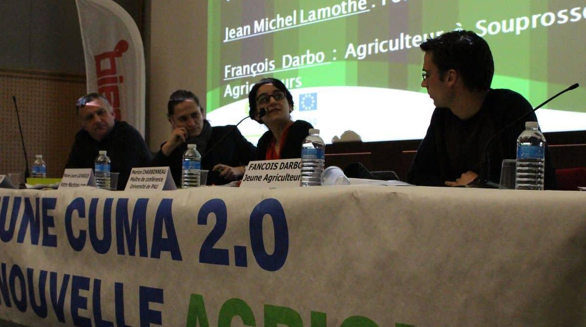 Agriculteurs et chercheurs autour de la table.