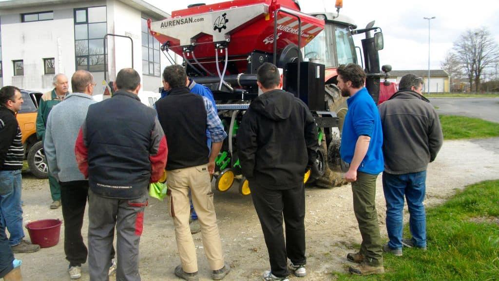 Formation agriculteurs Dordogne semis direct en groupe partager les risques ©Michèle Fourteaux