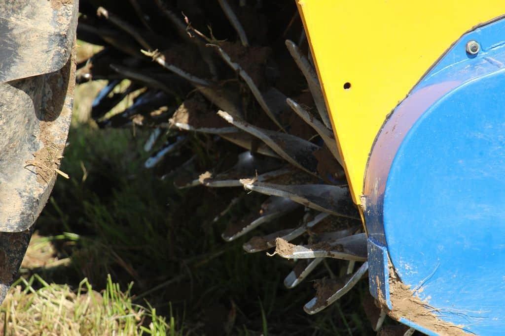 demo-demonstration-materiel-agricole-outil-machinisme-travail-du-sol-dechaumage-destruction-prairie-anime-bomford-dyna-drive-rotor-dents-cueilleres-lames