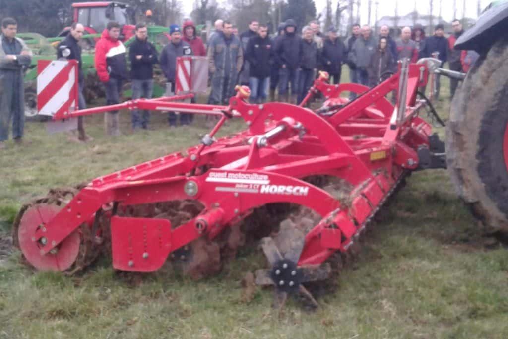 demonstration-ille-armor-destruction-prairie-mecanique-outil-agricole-travail-du-sol-machinisme-outil-a-disques-joker-horsch
