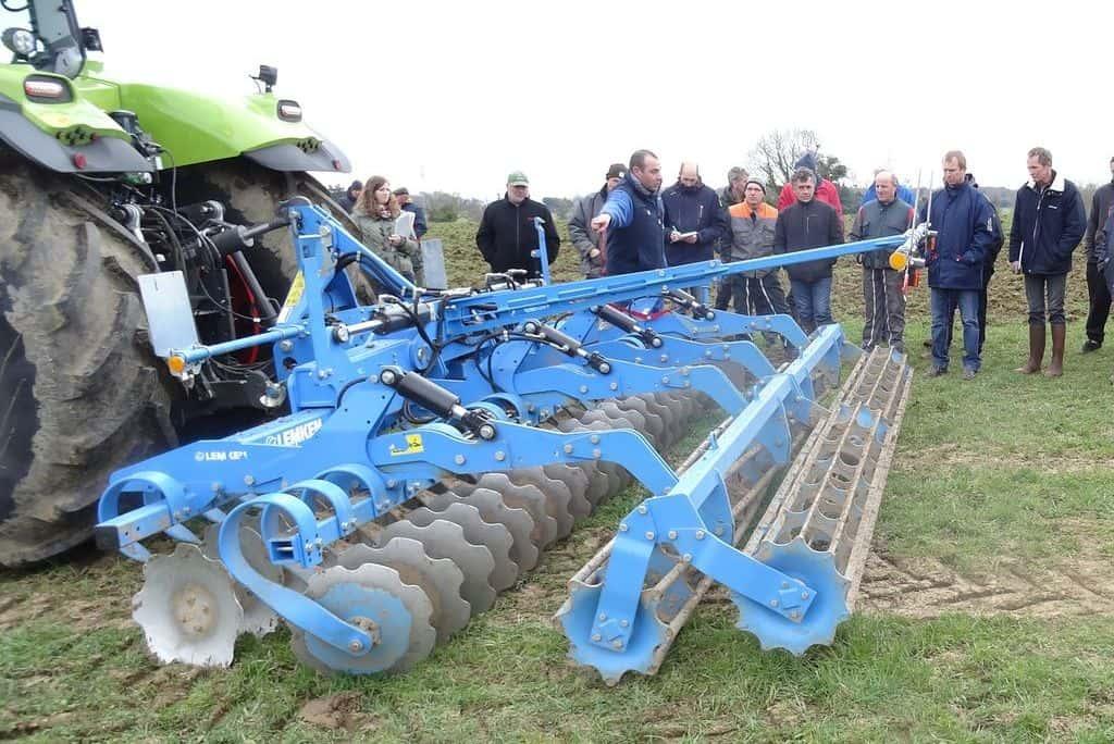 demonstration-ille-armor-destruction-prairie-mecanique-outil-agricole-travail-du-sol-machinisme-outil-a-disques-lemken