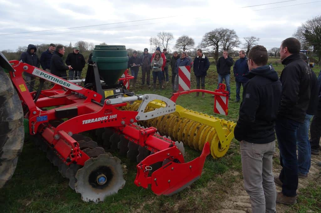 demonstration-ille-armor-destruction-prairie-mecanique-outil-agricole-travail-du-sol-machinisme-pottinger